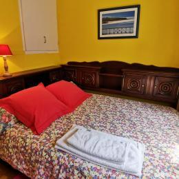 chambre avec lit 160 et armoire penderie - Location de vacances - Audierne