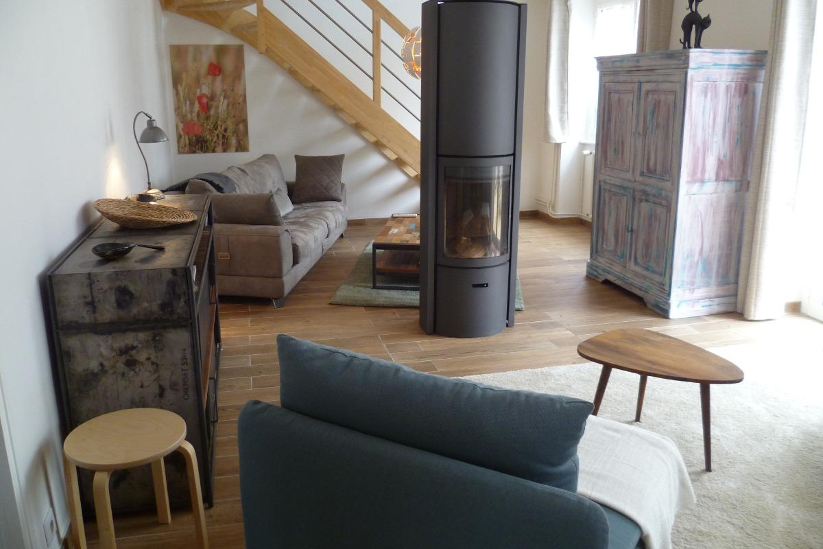 location le Murmure de l'Océan à Clohars-Carnoët - salon séjour avec poêle à bois - Location de vacances - Clohars-Carnoët