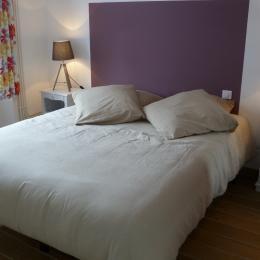 location le Murmure de l'Océan - chambre au RDC avec lit 160 et armoire penderie - Location de vacances - Clohars-Carnoët
