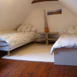 Mezzanine Chambre Passiflore - 2 lits 90 - Monts d'Arrée Commana Finistère - Chambre d'hôtes - Commana