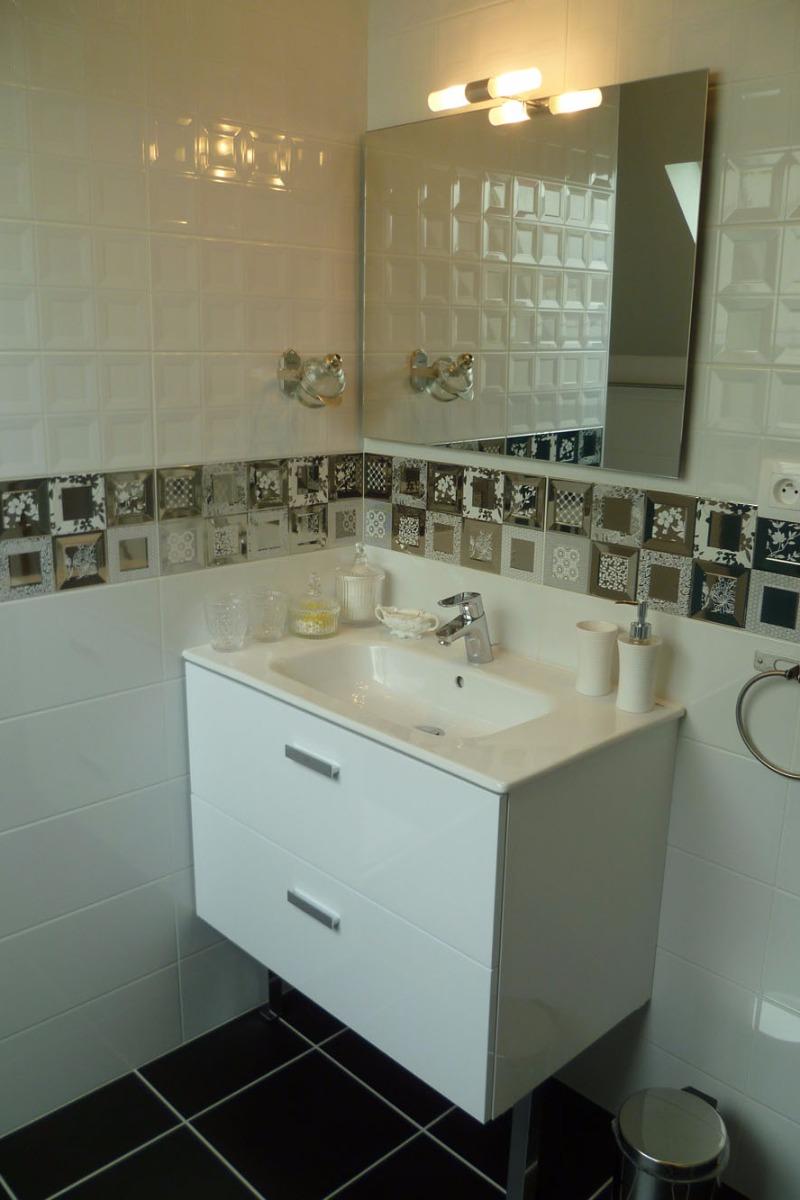 Salle d'eau chambre bleue avec WC, douche italienne, privative et communicante  - Chambre d'hôtes - Concarneau