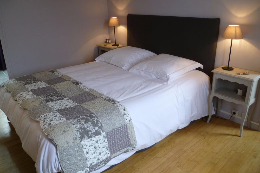Chambre mauve avec lit 160 x 200  - Chambre d'hôtes - Concarneau