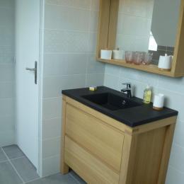 Salle d'eau communicante et privative avec wc - Chambre d'hôtes - Concarneau