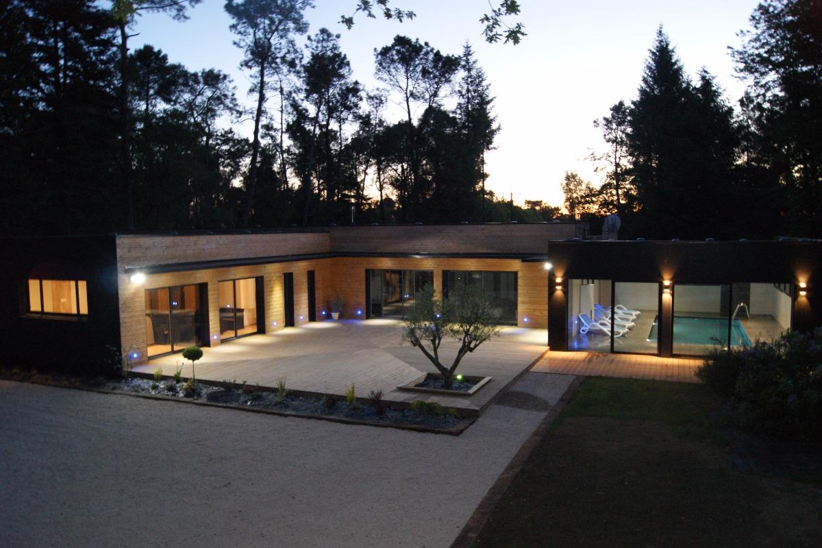 Villa de 250 m² pour 15 personnes avec parking clos et terrain de 12 500 m² - Location de vacances - Sizun