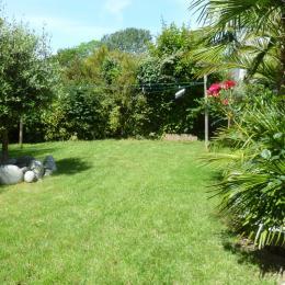 jolie jardin paysagé ombragé et entièrement clos - Location de vacances - Plouarzel