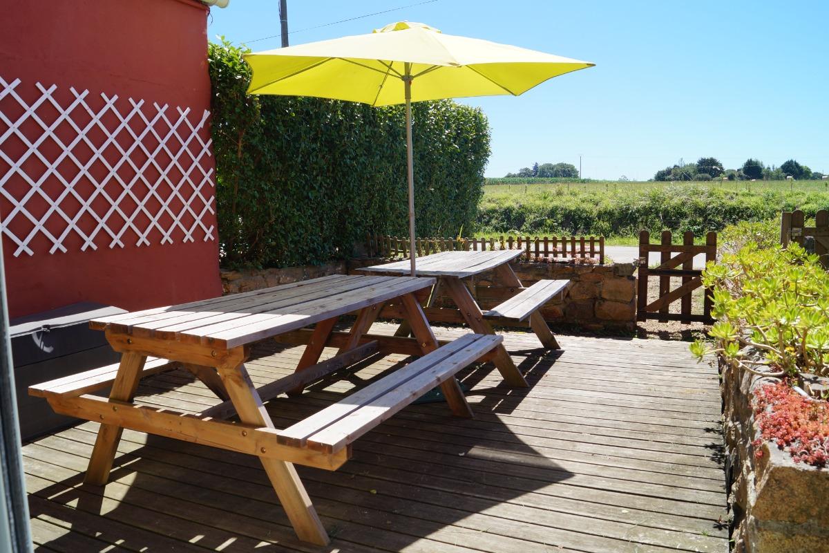 terrasse arrière - ensoleillée midi et soir - Location de vacances - Plougasnou