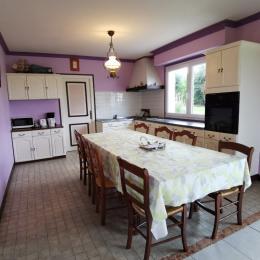 une partie du coin cuisine avec accès buanderie - Location de vacances - Locquirec