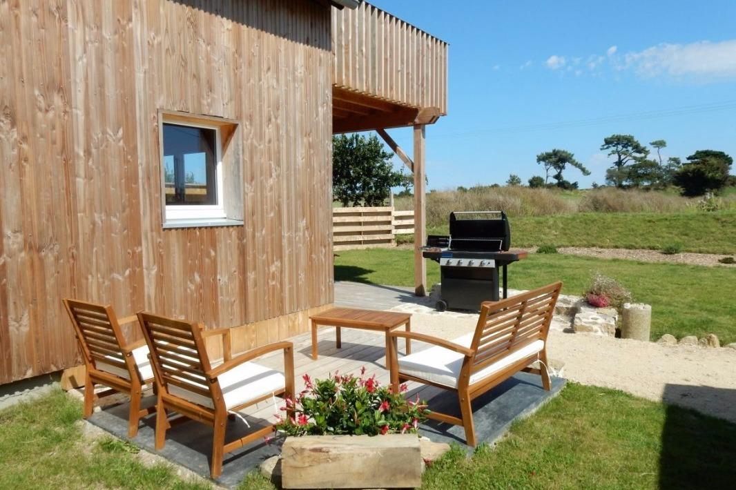 maison en bois avec barbecue, salon de jardin et rerrasse - Location de vacances - Goulven