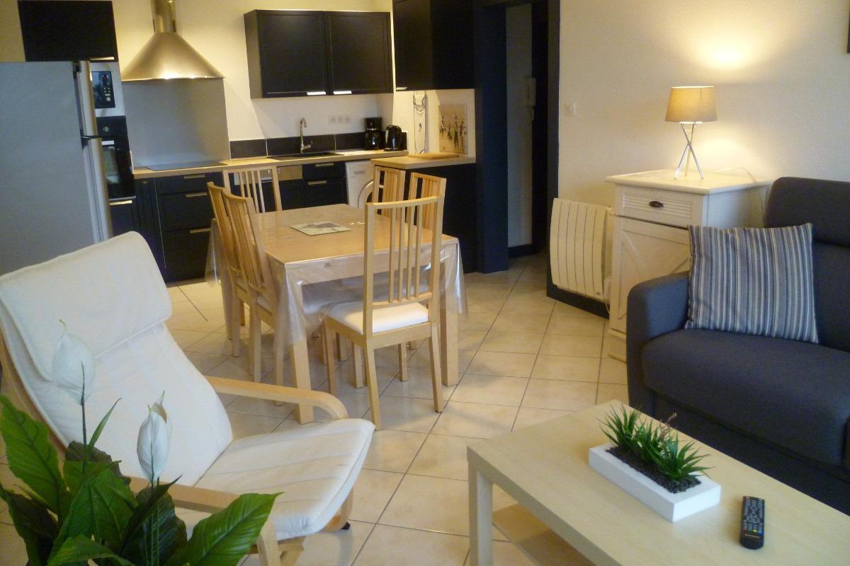 Salon-séjour avec coin cuisine toute équipée - Location de vacances - Bénodet