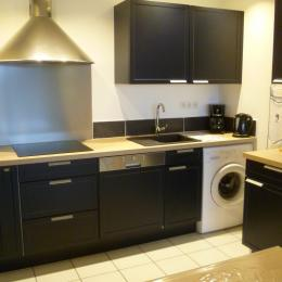 cuisine équipée avec lave-vaisselle et lave-linge - Location de vacances - Bénodet