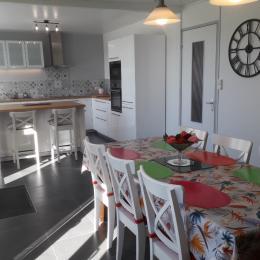 séjour avec cuisine  - Location de vacances - Plomodiern