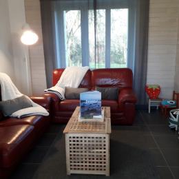 Chambre 4 avec 2 lits 1 pers et commode - Location de vacances - Plomodiern