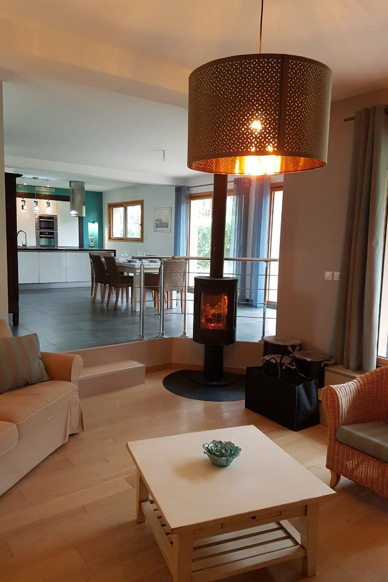 Salon avec TV,  poêle à bois - Location de vacances - Roscanvel