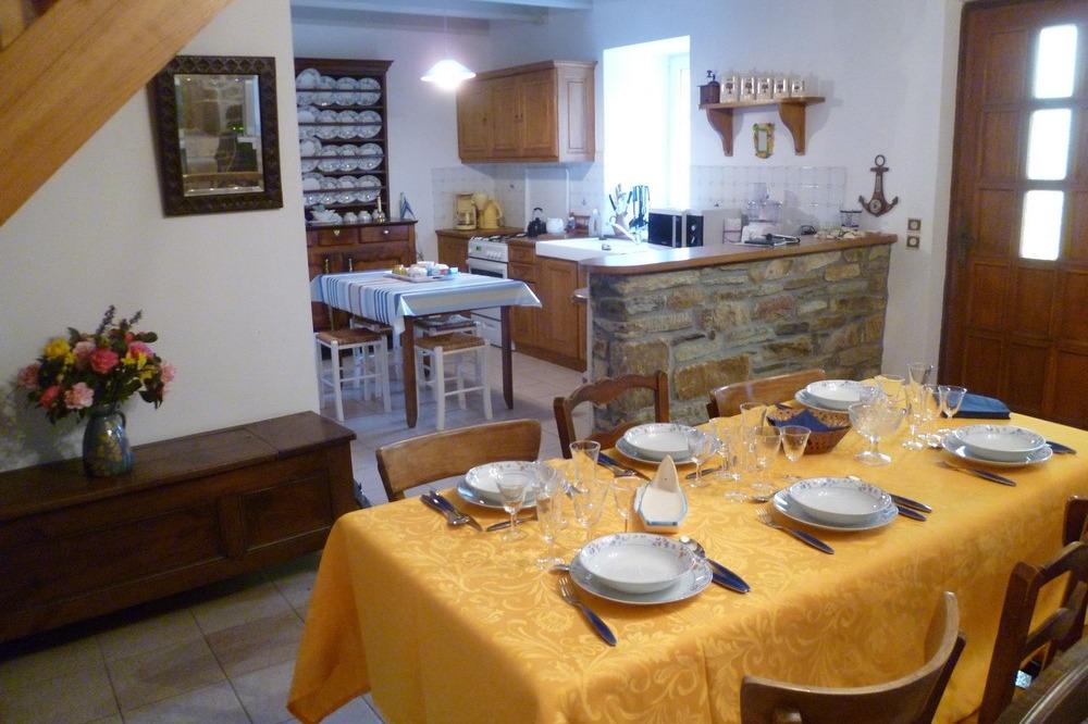 séjour avec coin cuisine - Location de vacances - Guimaëc