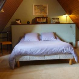 chambre indépendante avec lit 140 - Location de vacances - Guimaëc