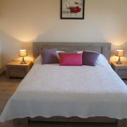 chambre avec lit 160 et placard penderie à l'étage - Location de vacances - Saint-Jean-Trolimon