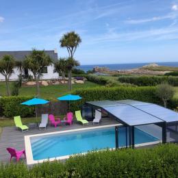 maison vue de face donnant sur la piscine - Location de vacances - Cléder