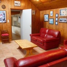 salon avec accès sur cuisine séjour - Location de vacances - Landunvez