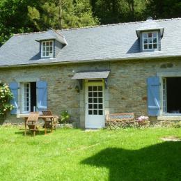maison de l'ancien moulin dans un espace de verdure avec un verger et bordé par une rivière  - Location de vacances - Melgven