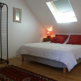 lit 160 avec portant étagère  - Location de vacances - Melgven
