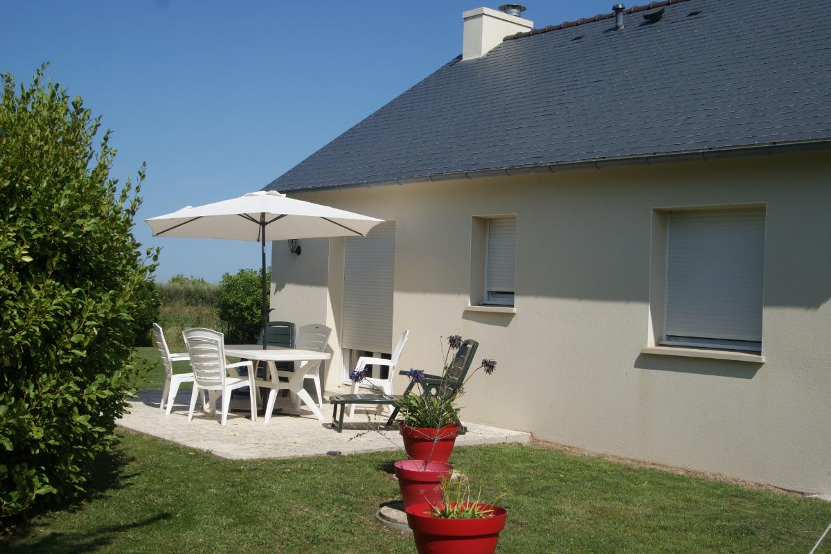 maison avec grand jardin privatif et terrasse au soleil - Location de vacances - Santec