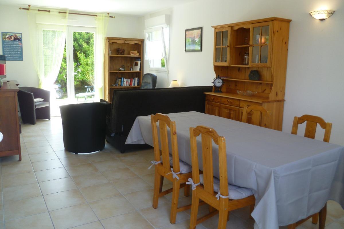 Pièce à vivre avec salon, séjour et cuisine équipée - Location de vacances - Santec