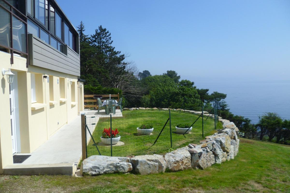 Appartement au Rez de chaussé d'une maison avec terrasse et jardin de 3000 m² - Location de vacances - Roscanvel