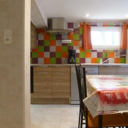 pièce de vie avec cuisine toute équipée - Location de vacances - Roscanvel
