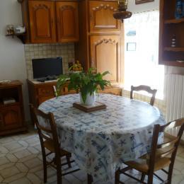 séjour cuisine avec TV - Location de vacances - Plouguerneau