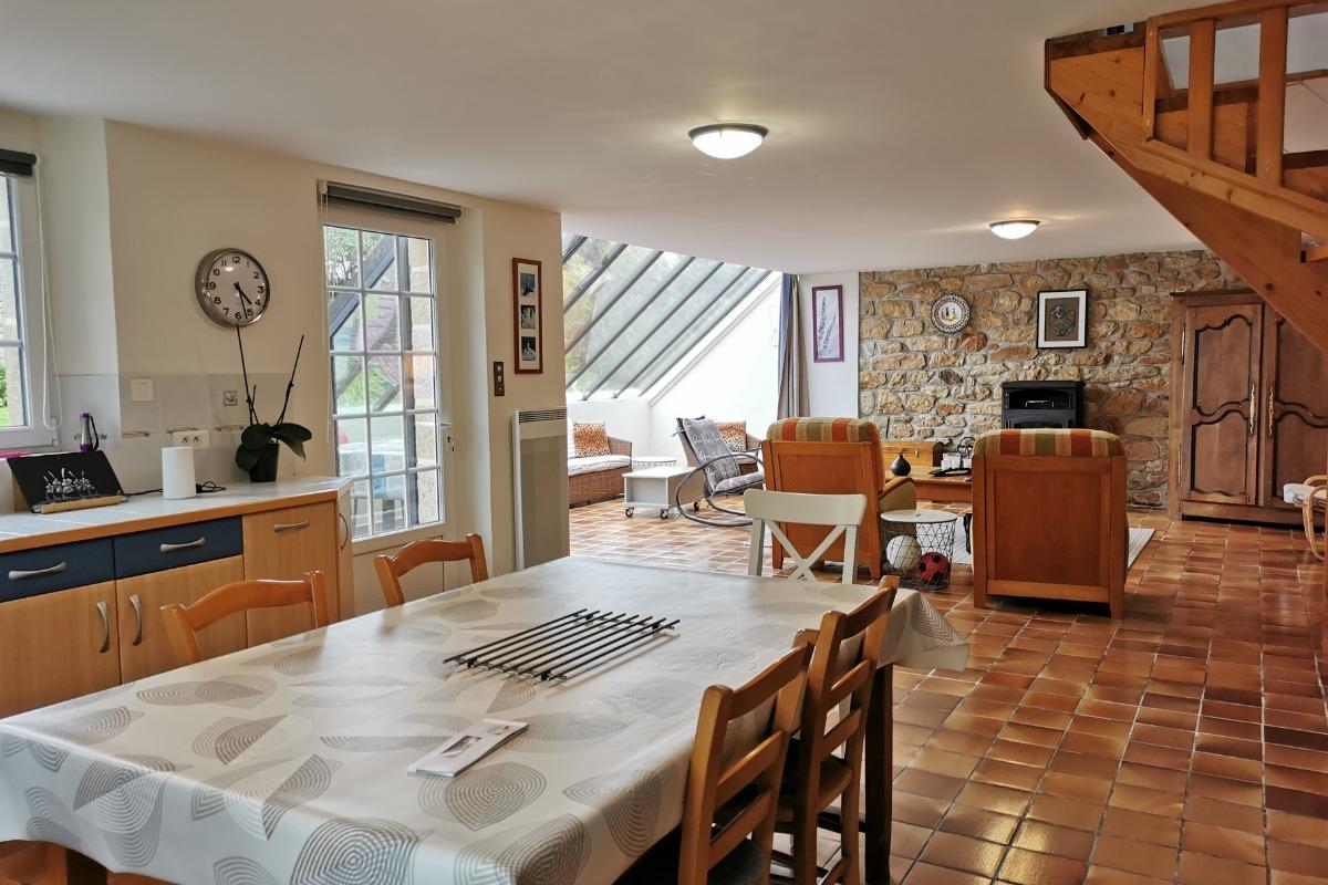 Grande pièce à vivre lumineuse et spacieuse - Location de vacances - Plogoff
