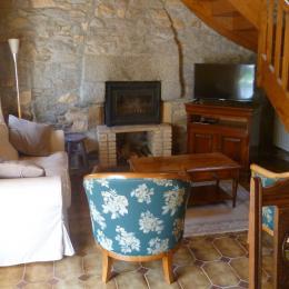 salon séjour avec poêle à bois, TV - Location de vacances - Daoulas