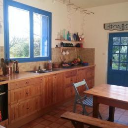 Cuisine ouverte sur le séjour avec vue sur mer - Location de vacances - Roscoff