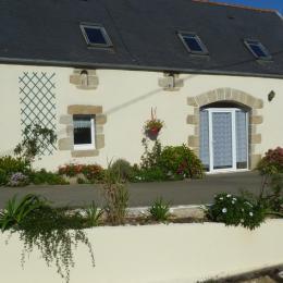 maison avec jardin et mobilier de jardin sur le côté - Location de vacances - Argol