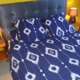 Une chambre avec un lit de 140 - Location de vacances - Plomodiern