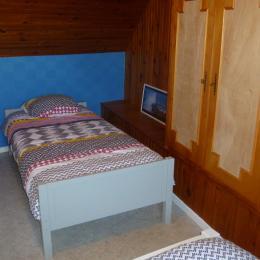 Une chambre avec deux lits de 90 - Location de vacances - Plomodiern