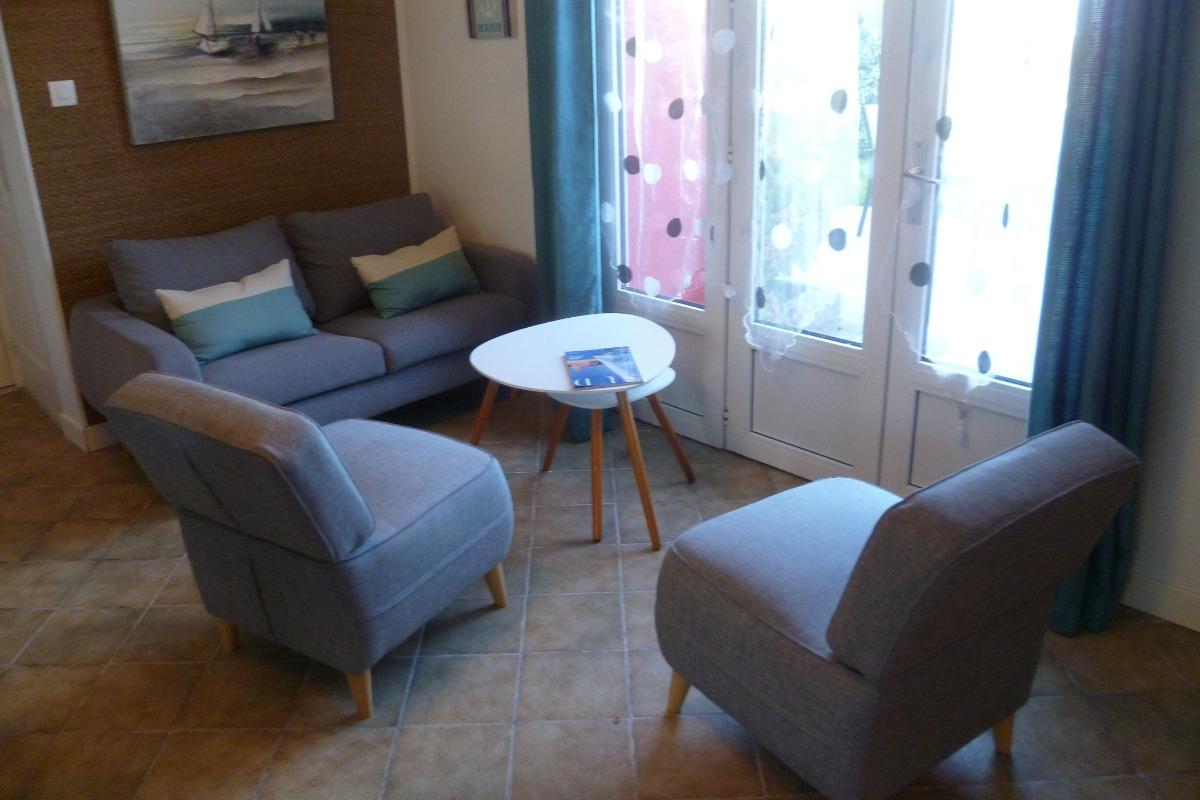 Salon avec TV et accès internet WIFI - Location de vacances - Plomodiern