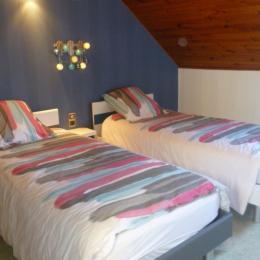 Une chambre avec deux lits 90 - Location de vacances - Plomodiern