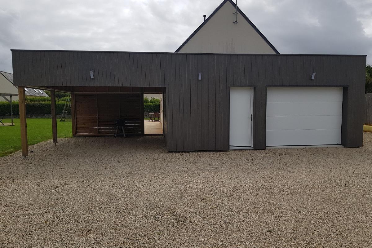 terrasse et pergolas devant la maison, cour / parking - Location de vacances - Guissény
