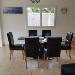 RDC: Chambre 1 avec lit 160 et armoire penderie - Location de vacances - Guissény