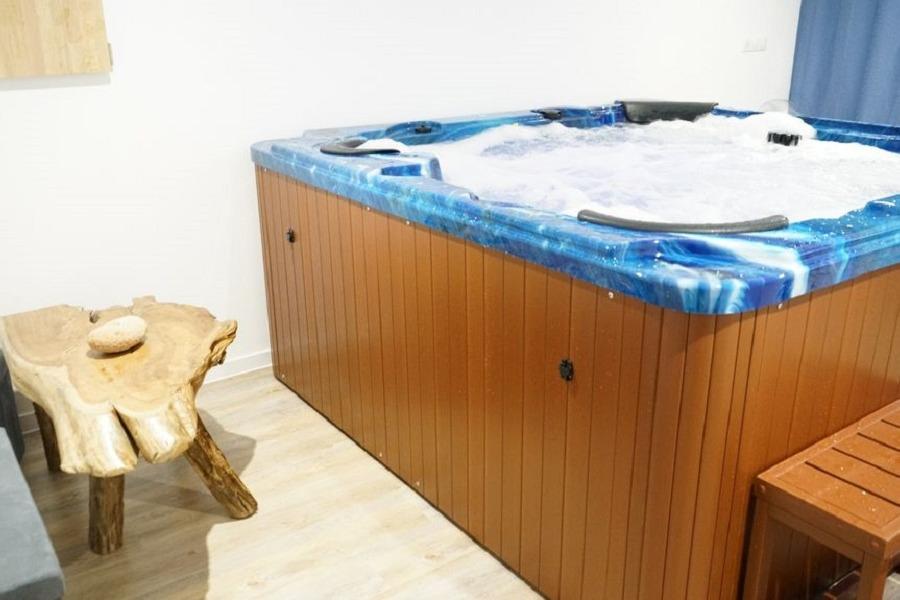 spa intérieur 6 places  - Location de vacances - Guissény
