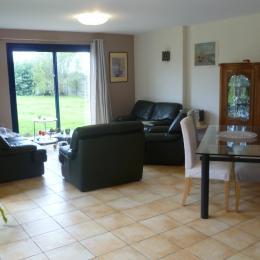 salon / séjour (la table en verre sera remplacée par une plus grande avec rallonges - Location de vacances - Plouguerneau