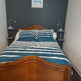 chambre avec lit de 140 - Location de vacances - Audierne