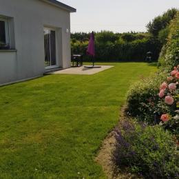 salon avec TV - Location de vacances - Ploudalmézeau