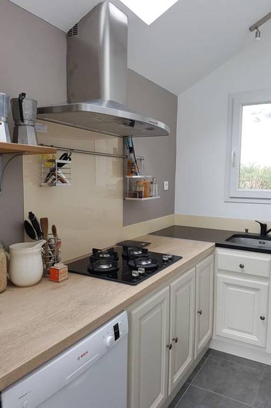 pièce a vivre avec salon avec cheminée et coin repas - Location de vacances - Plounévez-Lochrist