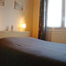 chambre 1 avec lit 140 - Location de vacances - Concarneau
