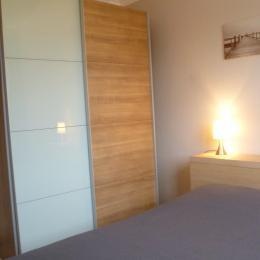 chambre 1 avec placard penderie - Location de vacances - Concarneau
