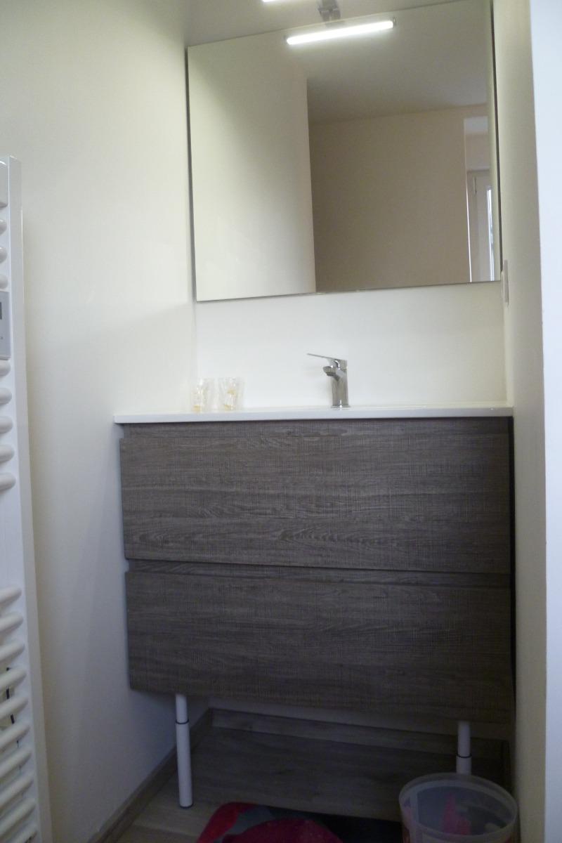 Chambre n°4 - salle d'eau privative et communicante et WC indépendant et fermé - Chambre d'hôtes - Ploudalmézeau