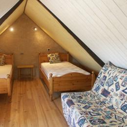 mezzanine avec 2 lits 1 personne - Location de vacances - Kergloff