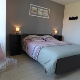 chambre 1: lit en 160 - Location de vacances - Roscoff