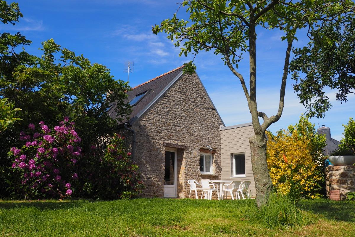 maison en pierre avec terrasse et jardin clos - Location de vacances - Treffiagat